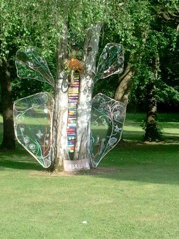 Papillon Géant- entre 2 bouleaux