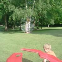 INSECTES GÉANTS parc de Oissel avec 2 classes de l'école Ferry Mongis, et Maguy Seyer sculptrice.